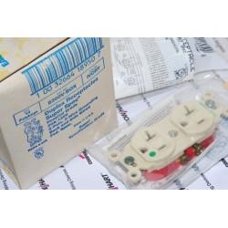 美國 EAGLE 醫療級插座 象牙白 8300V 20A 125V 限量~絕版品 美製 音響可用(COOPER併購的品牌)